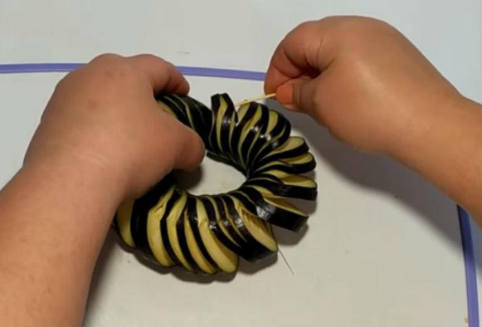 Спираль из баклажанов фото
