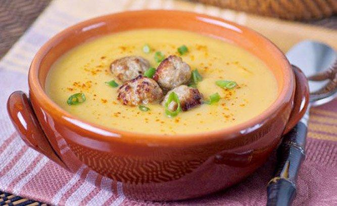 Гороховый суп с маринованными огурцами и фаршем фото